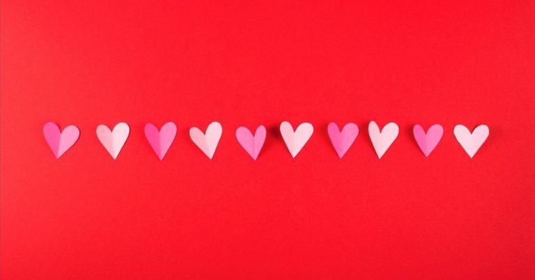 איך מכינים דברים מנייר - שרשרת לבבות
