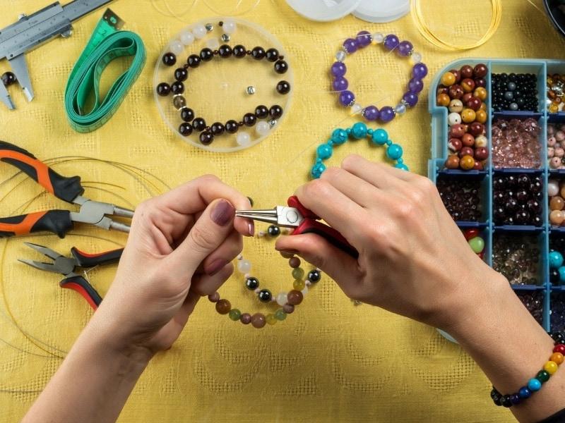 חומרים להכנת תכשיטים