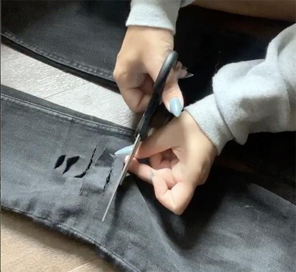 איך לעשות קרעים בג'ינס